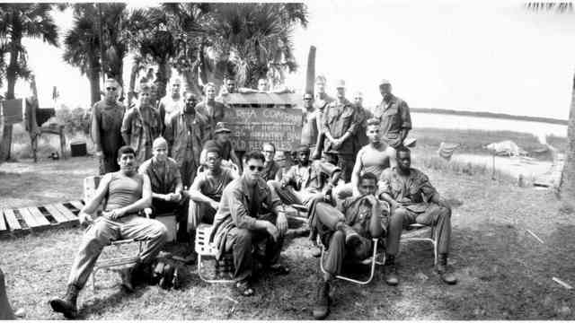 With the platoon on the set of Forrest Gump, Fall 1993