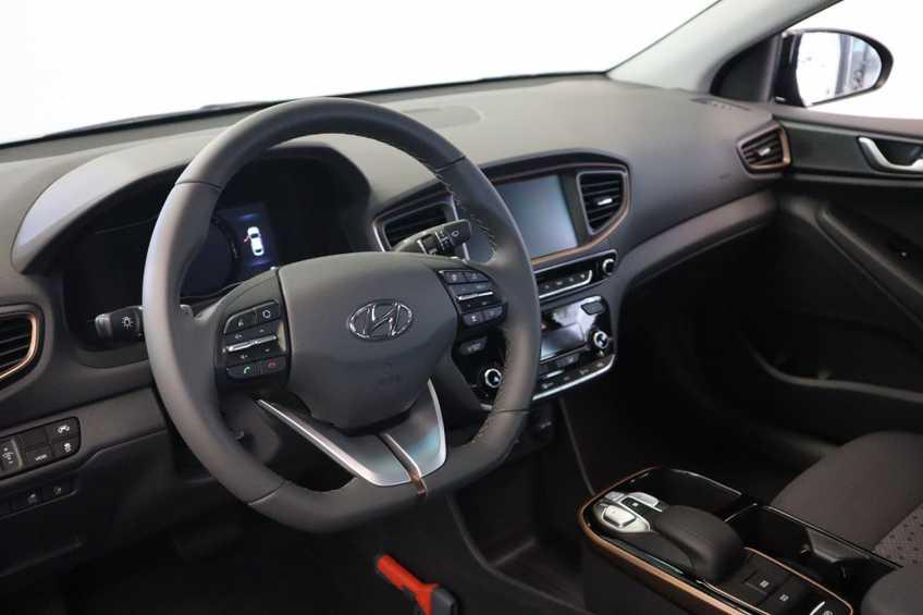 Hyundai IONIQ Comfort EV 4% Bijtelling NIEUW!! 21.116 ex. BTW Navigatie Adaptive-Cruise *tot 24 maanden garantie (*vraag naar de voorwaarden) afbeelding 19