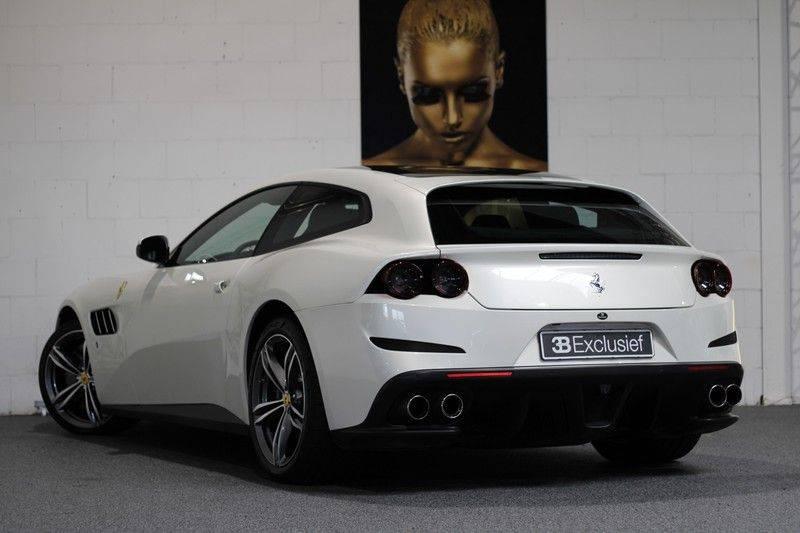 "Ferrari GTC4 Lusso 6.3 V12 2 years Ferrari warranty, HELE, Apple Carplay, Passenger Display, JBL, Pano, 20"" afbeelding 2"