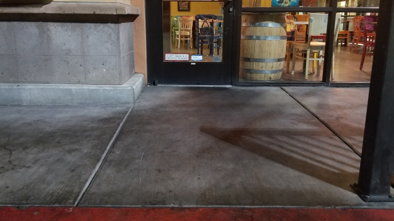 pressure-washing-cafe-rio-storefront-and-siding--before-09