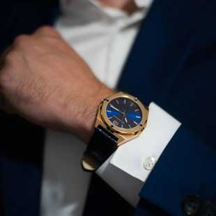 One of our bestsellers, the rose gold #Representor with it's beautiful blue dial and blue leather strap. . . . #representyourself #Brunmontagne #bmrrgb #bm #bluewatch #blauwhorloge #horlogeforum #horlogefreaks #horlogevrienden #polscontrole #uhrforum #uhren #horloge #nederlands #dutchdesign #watchesofinstagram #watchforeveryoccasion #watchesofig #wus #watchuseek #mensfashiontrends #wristcandy #wristshot #mensfashion