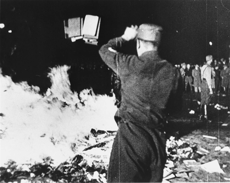Сожжение книг внацистской Германии 10мая 1933года. Источник: wikipedia.org