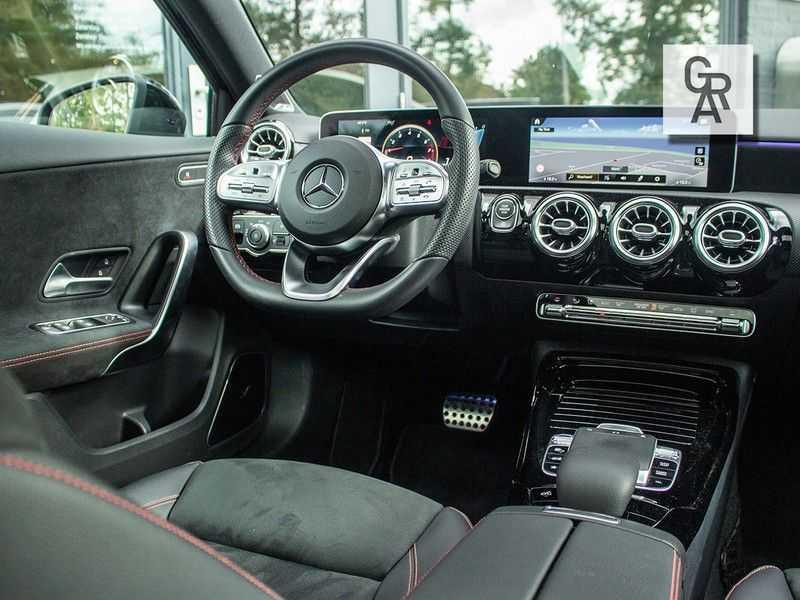Mercedes-Benz A-Klasse A35 AMG AKRAPOVIC 4MATIC Advantage 370 PK afbeelding 4