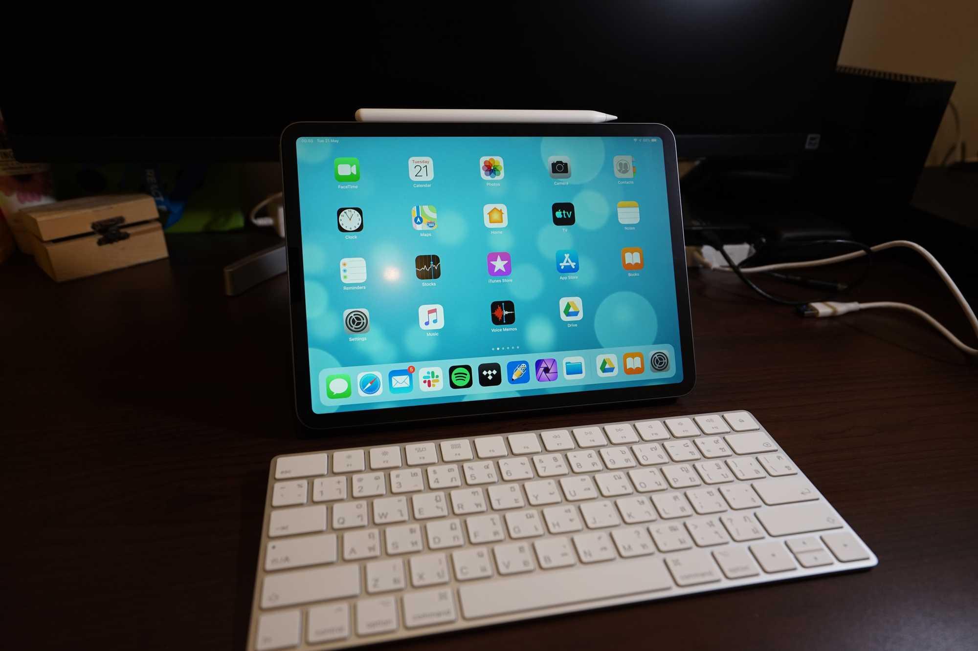 iPad Pro 11-inch 2018 with Magic Keyboard