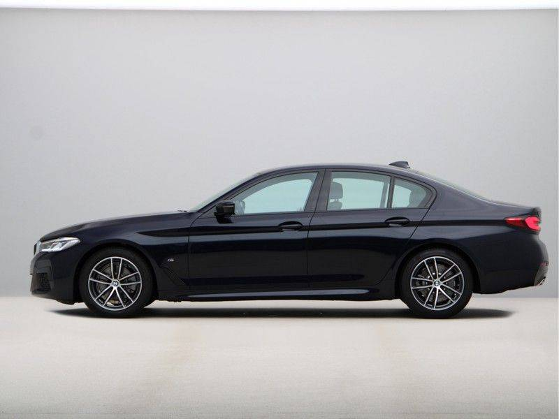 BMW 5 Serie 520i High Exe M-Sport Aut. afbeelding 12