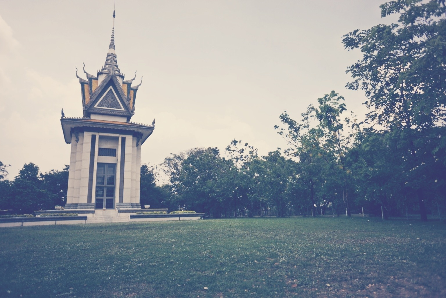 Choeung Ek, memorial stupa