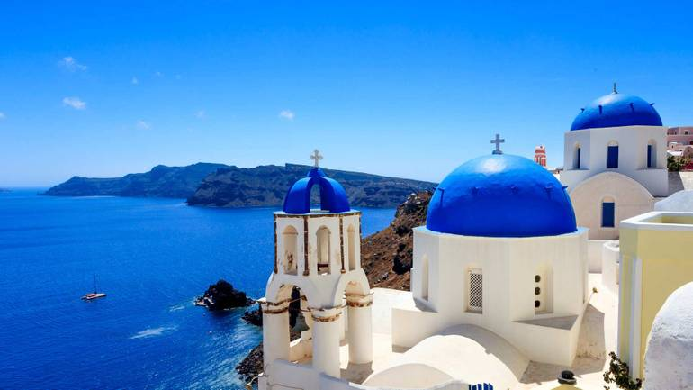 Enjoy superb sports in Santorini with sailing holidays in Greece