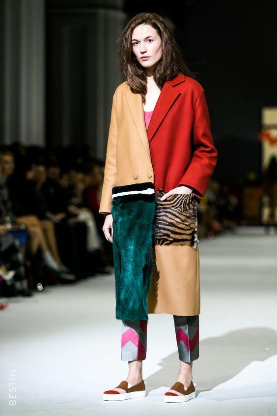 Manteau long avec empiècements de matière de couleurs variées