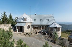 Atrakcja Wysoki Kamień. Pod Smerkami - Szklarska Poręba   Domki, Pokoje, Nocleg