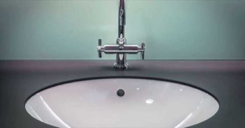 Cleaning sinks and toilets with Baking Soda