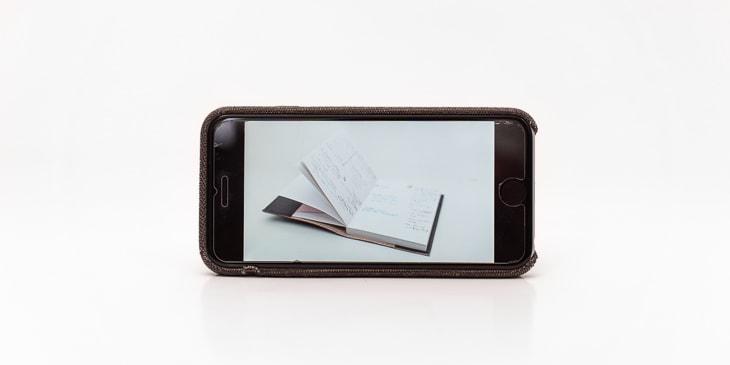 iPhone mit Notizbuch foto