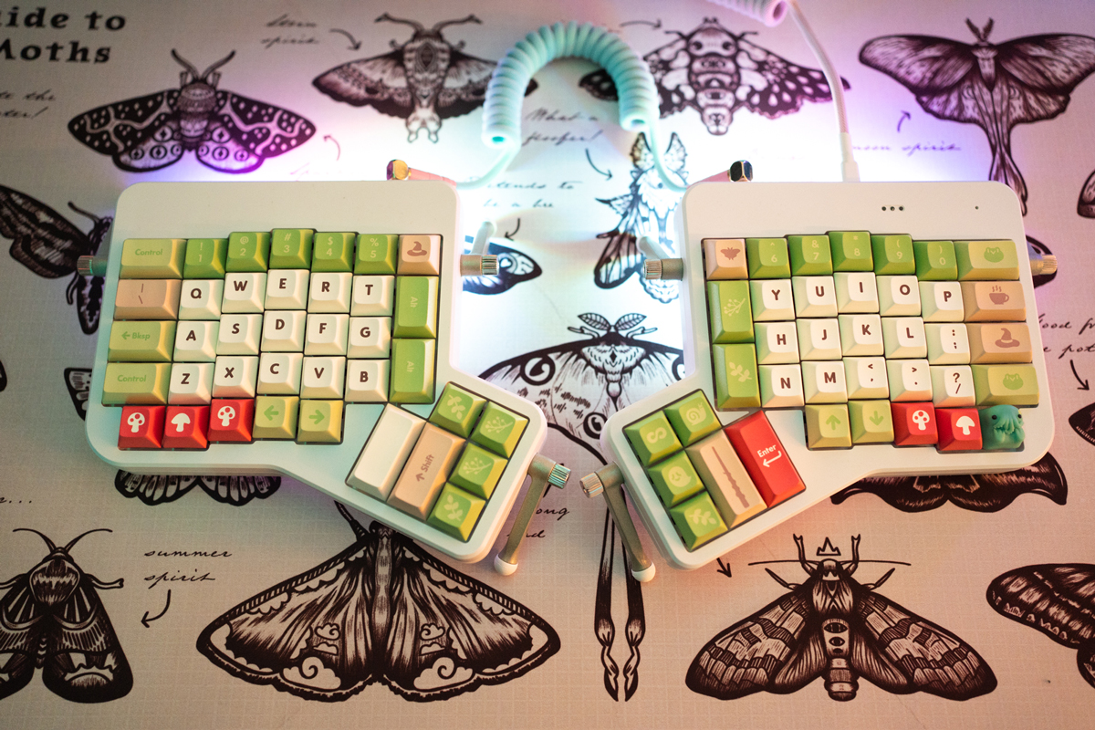 DSA Nature Witch keycaps.