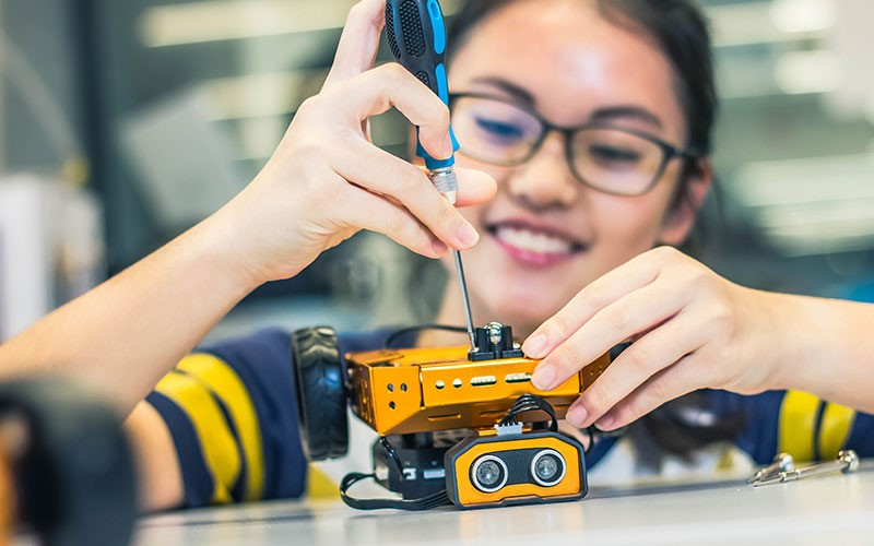 Explore the world of digital fabrication with MakeIT at Libraries, a joint initiative by NLB and IMDA, that aims to encourage Making using Tech.