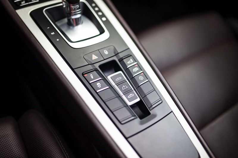 Porsche 911 Cabrio 3.0 Carrera 4S *BOSE / PDLS+ / Vierwielbest. / Sport Chrono / Sportuitlaat* afbeelding 14