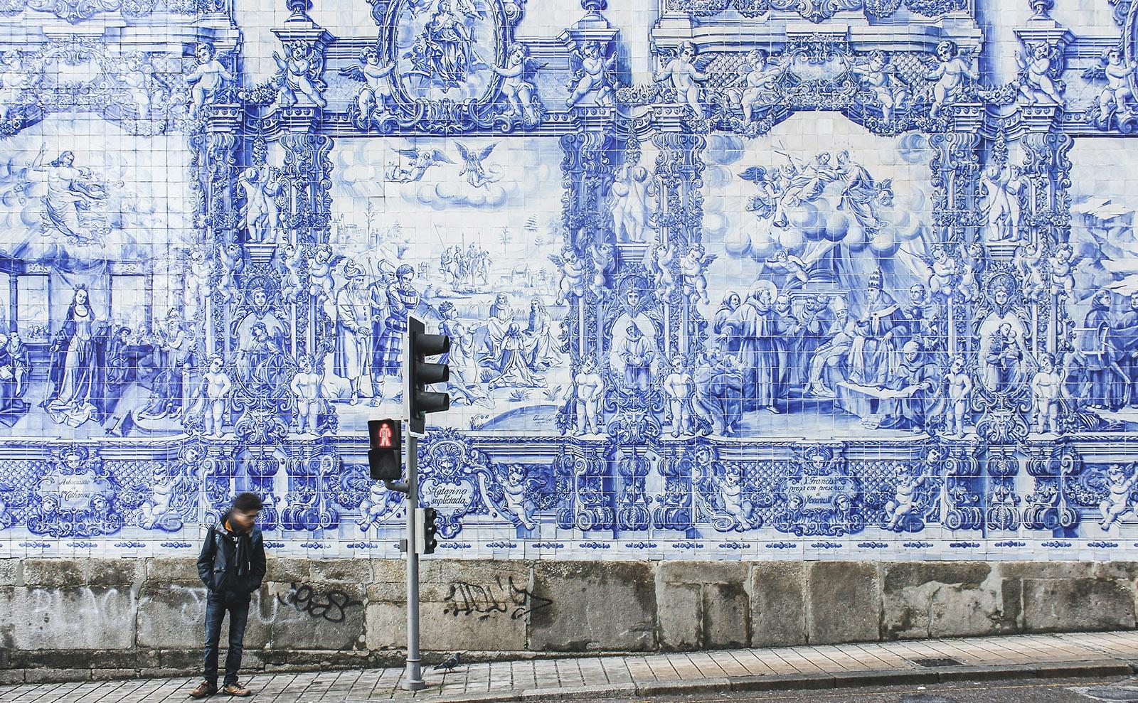 Lit in Translation, Azulejos Tiles, Magic Books, Dracula & More: Endnotes 18 September