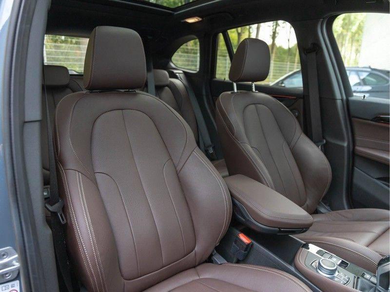 BMW X1 xDrive20i High Executive - Memoryzetel - Panorama - Trekhaak - Harman Kardon afbeelding 15