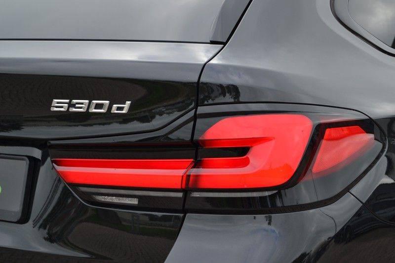 "BMW 5 Serie Touring 530d 286pk M-Sport Pano DA+ PA+ Laser 21"" Adp-drive HUD afbeelding 19"