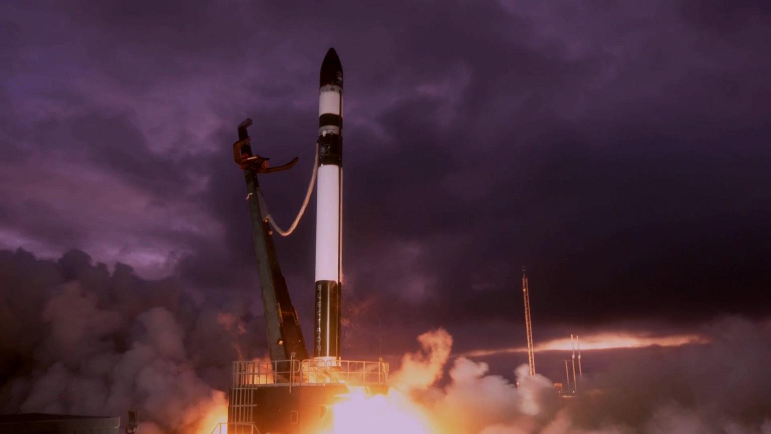 Figure 1: Lansarea rachetei Electron Don't Stop Me Now de pe rampa LC-1, Mahia, Noua Zeelandă (Sursa foto: RocketLab)