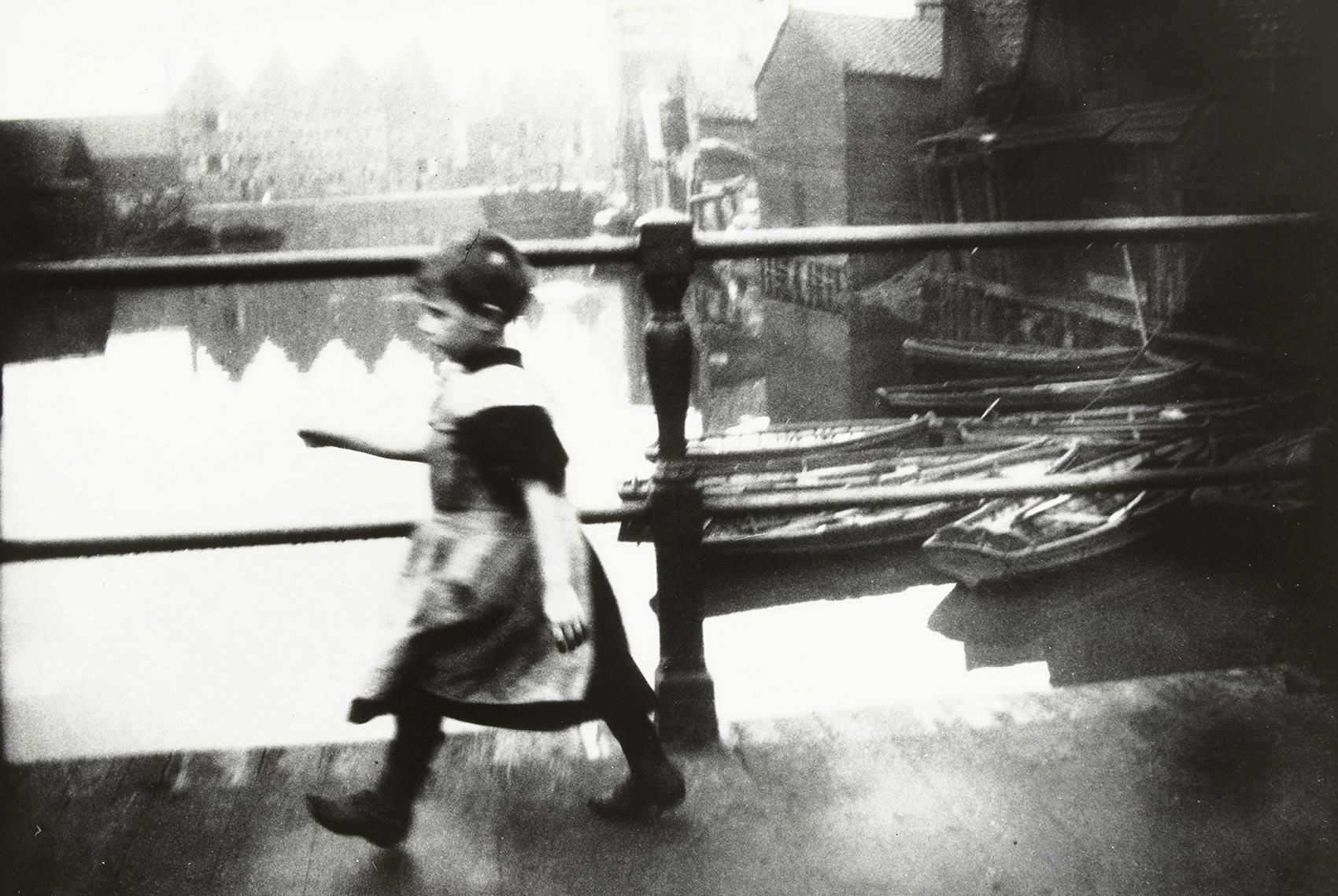 George Hendrik Breitner, Meisje op de brug bij Prinseneiland. c.1895