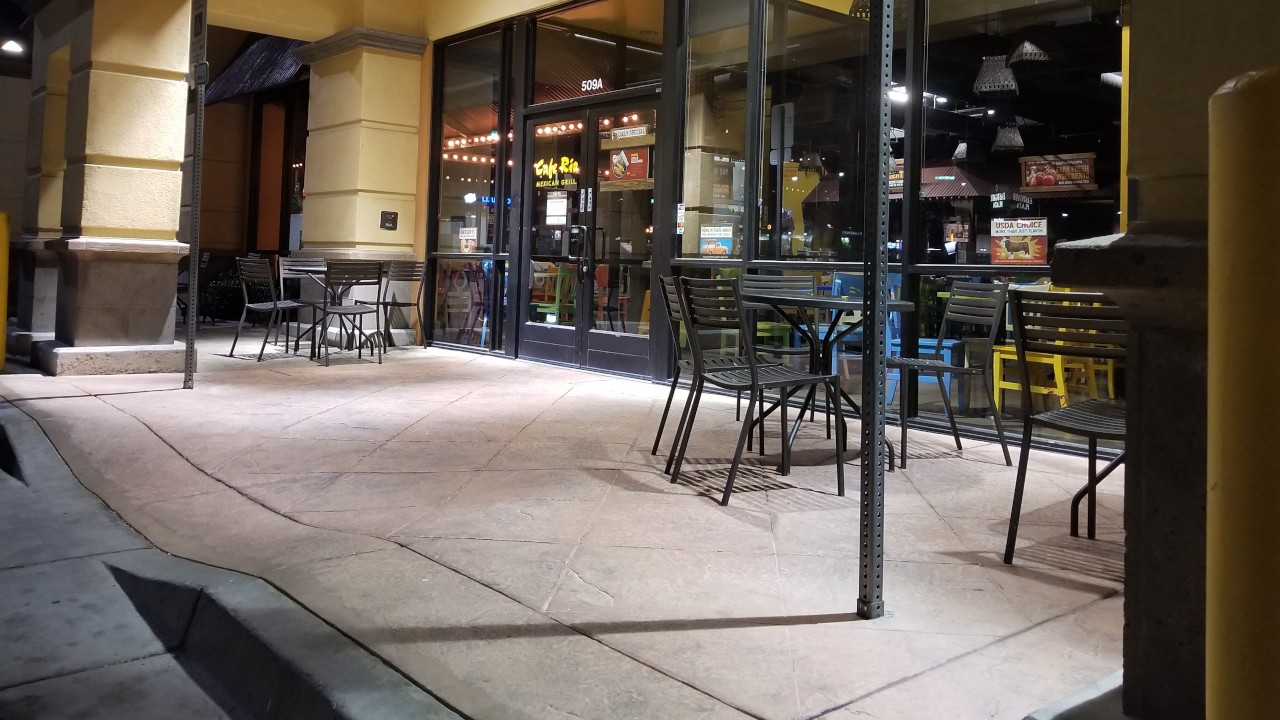 pressure-washing-cafe-rio-storefront-and-siding--before-02