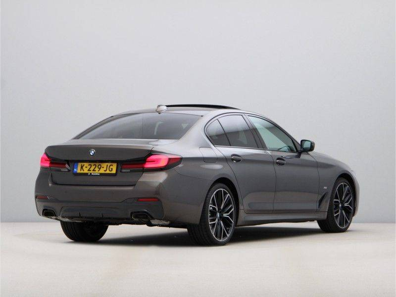 BMW 5 Serie 540i High Exe M-Sport afbeelding 9