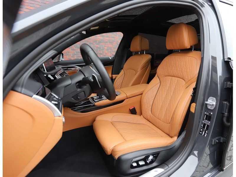 BMW 7 Serie M760Li xDrive *Dravit grey*Executive seats*Sky Lounge*Full option* afbeelding 13