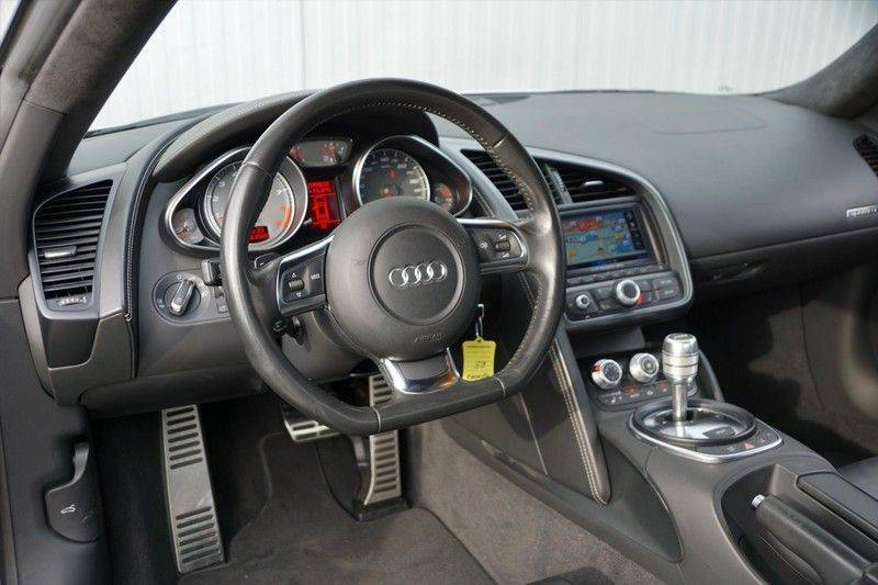 Audi R8 4.2 V8 FSI / 49dkm NAP / 1e eigenaar / B&O / R-Tronic / Orgineel Nederlands! / Navigatie afbeelding 9