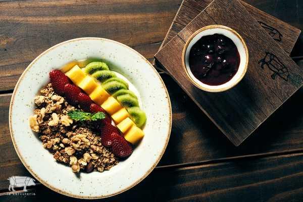 Imagen de Bowl de Granola, Frutas y Yogurt