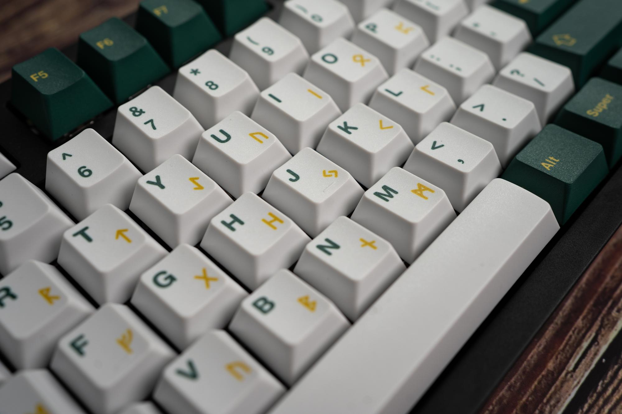 Closeup of Infinikey Vanir keycaps.