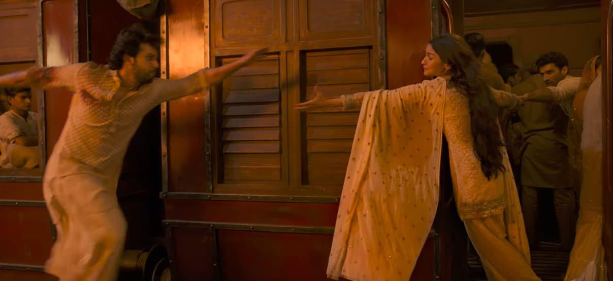 Alia Bhatt Varun Dhawan Train Scene in Kalank Trailer