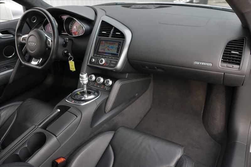 Audi R8 4.2 V8 FSI / 49dkm NAP / 1e eigenaar / B&O / R-Tronic / Orgineel Nederlands! / Navigatie afbeelding 8