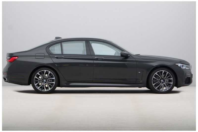 BMW 7 Serie 730d M-Sport High Executive afbeelding 9