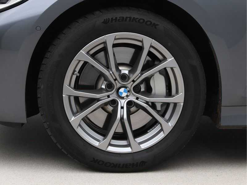 BMW 3 Serie Touring 330i Executive Edition afbeelding 22