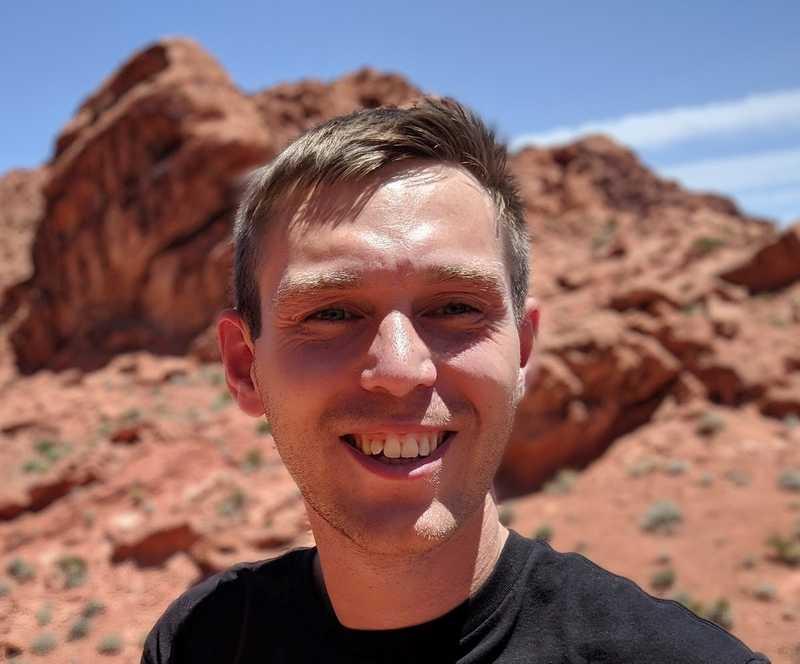 Фото автора в Долине Огня в Лас-Вегасе