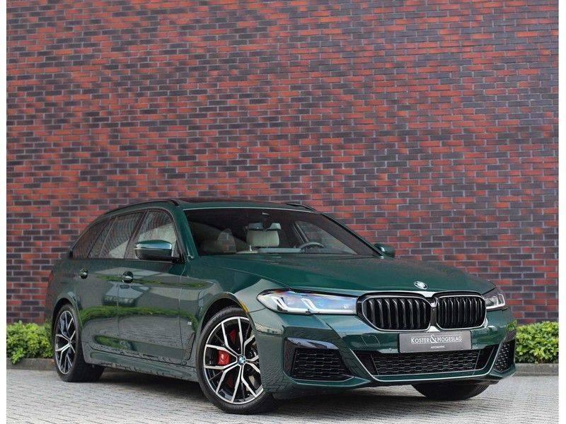 BMW 5 Serie 540i x-Drive *British Racing Green*HUD*Pano*Trekhaak* afbeelding 1