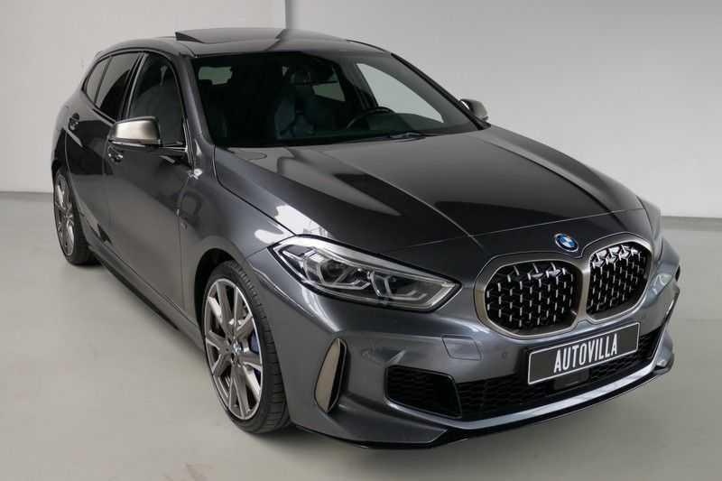 BMW 1 Serie M135i xDrive High Executive Virtual - Led - Panodak afbeelding 5