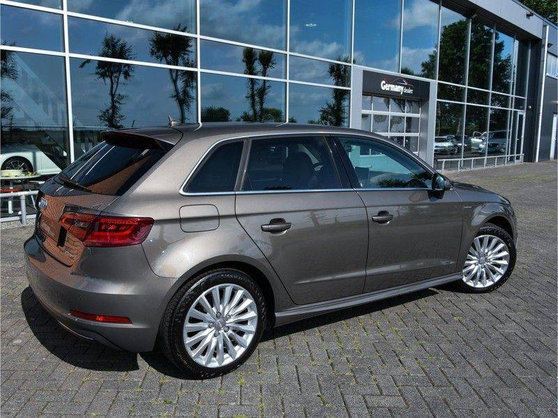 Audi A3 Sportback 1.4 e-tron PHEV Attraction Keyless 17-Inch LED 1e Eig! Clima Cruise Excl.BTW afbeelding 2