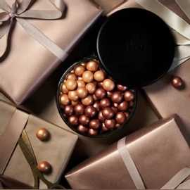 AVSLUTTET! De heldige vinnerne ble @monaslilleoase og @annesmatglede - vinnerne er kontaktet 🎄   Ikke glem konkurransen vi har gående 🎄 Vinner trekkes i morgen!  Vil du vinne julens koseligste adventskalender, full av deilig luksus lakris fra @lakridsbybulow, til deg og en venn? Du får ikke bare en adventskalender, du får i tillegg to store pakker med utvalgte jule-lakriskuler🎄 ⠀ For å delta følger du @abchus og tagger en eller flere venner. Du kan tagge så mange venner du vil. For hver venn du tagger, får du én sjanse til å vinne. Vinner du, vinner dere begge. Verdien per premie er kr. 990,-. Julekalenderen er utrolig populær, den er allerede utsolgt flere steder! 🤗 ⠀ Vinnerne trekkes 26. november. Masse lykke til!   Denne konkurransen er på ingen måte sponset, markedsført, administrert eller knyttet til Instagram. Det er også mulig å delta hos @franciskasvakreverden.⠀