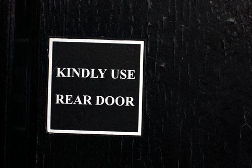 Kindly Use Read Door 0301