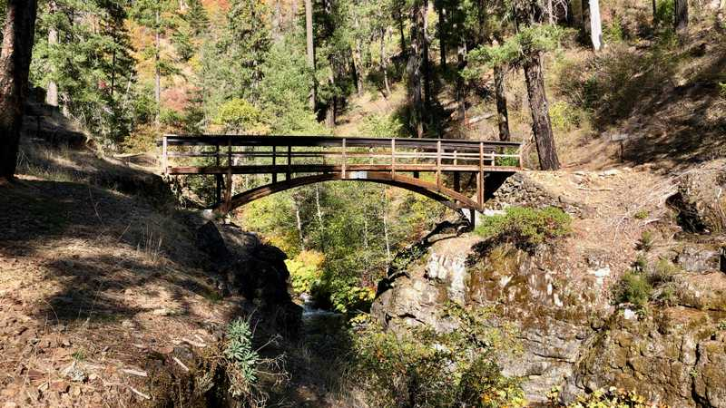 A footbridge over Squaw Valley Creek