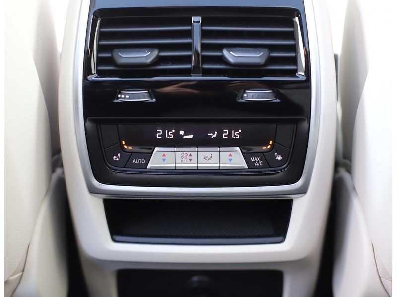 BMW X5 M50i X-Drive *Head-Up*Trekhaak*Laser* afbeelding 21