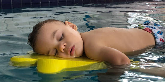 Bébé qui flotte