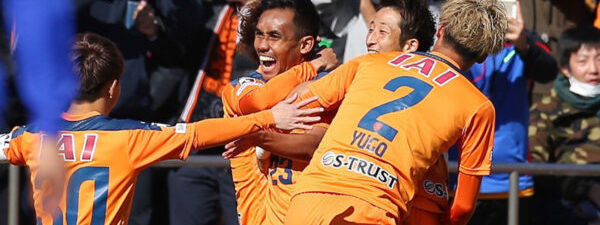 Shimizu S-Pulse team celebrate match victory