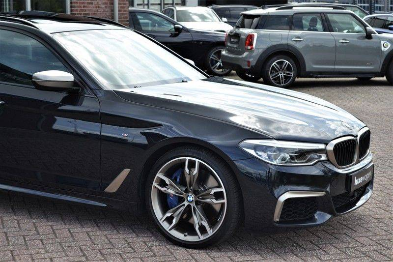 BMW 5 Serie Touring M550d xDrive 400pk Pano Standk ACC 20inch Adp-LED HUD afbeelding 21