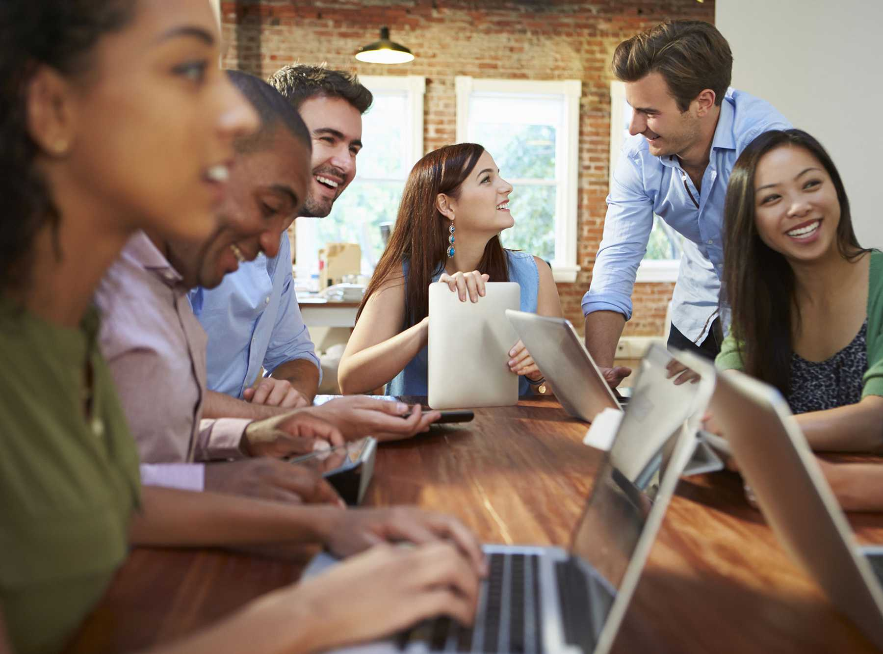 Accruent - Resources - Webinars - L'innovation technologique est un vecteur essentiel pour mettre en place une organisation hybride - Hero