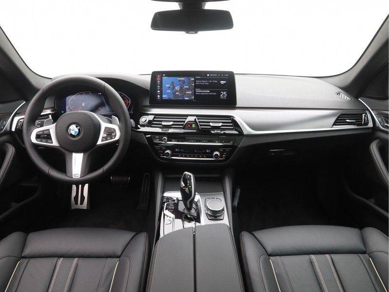 BMW 5 Serie Touring 520i High Executive M-Sport Automaat afbeelding 13