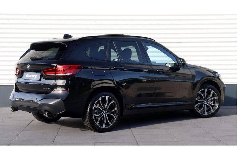 BMW X1 xDrive20i High Executive M Sport Panoramadak, Head Up Display, Trekhaak afbeelding 3