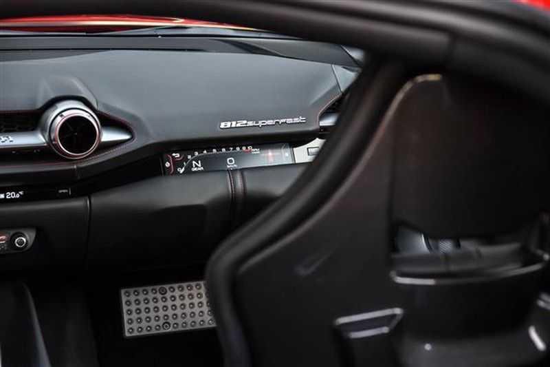 Ferrari 812 SUPERFAST LIFT+CARBON SEAT+PASS.DISPLAY+LED STUUR afbeelding 2