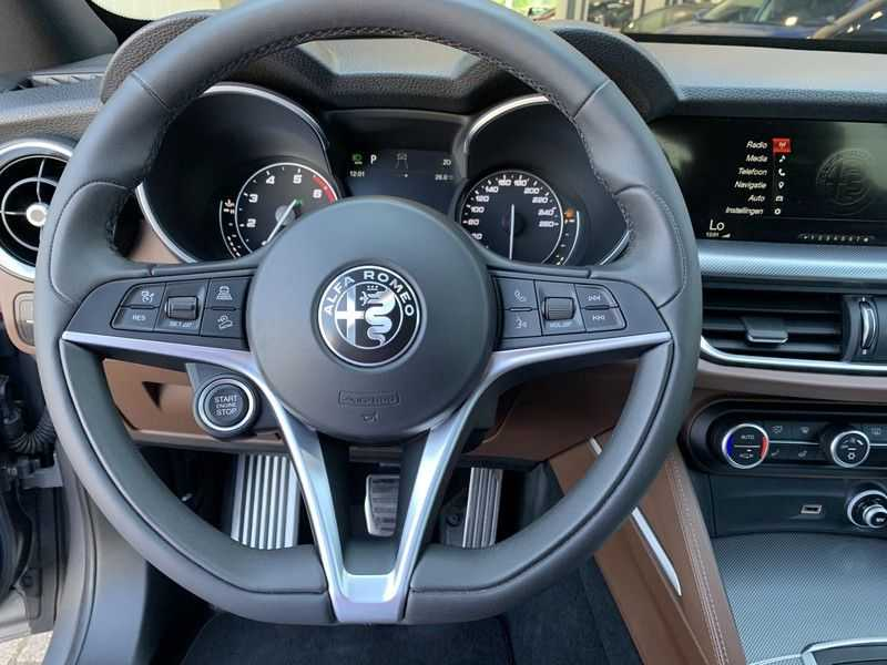 Alfa Romeo Stelvio 2.0 T AWD Super Veloce pack | Sportstoelen | Trekhaak | Adaptive cruise control | Leer afbeelding 16