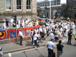 mazey day 11am parade